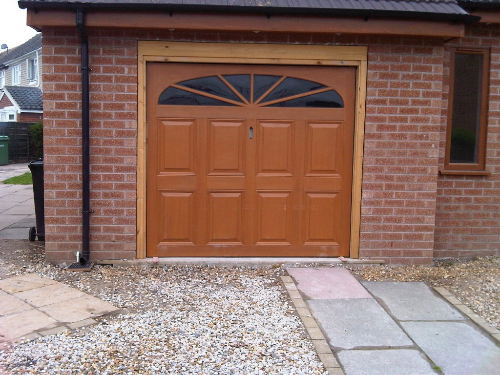 5 types of garage doors for Types of doors